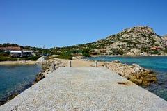 La-Maddalena-Meerblick gesehen von einem Dock stockbild
