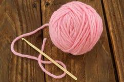 La madeja del hilo rosado Fotografía de archivo