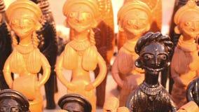 La madera hizo artículos de la artesanía en la exhibición, Kolkata metrajes