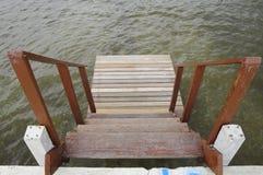 La madera por el mar Foto de archivo