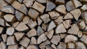 La madera se seca antes de ser hecha en el carb?n de le?a lumber Registros del fuego Fondo natural de la le?a Woodpile en serrer? fotos de archivo libres de regalías