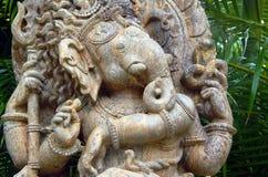 La madera talló el ídolo de dios hindú Ganesha o Vinayaka Imágenes de archivo libres de regalías
