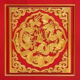 Madera tallada en puerta roja Fotografía de archivo libre de regalías