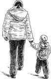 La madre con il suo bambino va a fare una passeggiata Immagine Stock