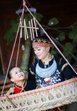 La madre di Hmong e sua figlia Immagine Stock