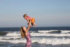 La madre e la figlia sono piacevoli Immagini Stock