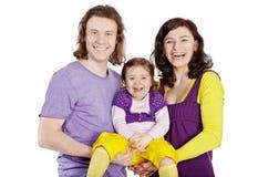 La madre ed il padre tengono sulla piccola figlia delle mani Fotografia Stock Libera da Diritti