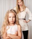 La madre jura por la hija Foto de archivo libre de regalías