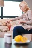 La madre tomará el cuidado de usted Imagen de archivo libre de regalías