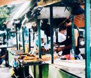 La maggior parte dei alimenti di delicius e popolari del tusok-tusok della via in Filippine Fotografia Stock Libera da Diritti