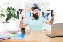 La maggior parte della cosa seccante circa lavoro nella call center Chiamata ricevuta Cliente chiamata fastidiosa Ufficio barbuto immagini stock libere da diritti