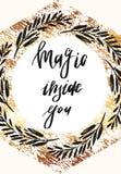 La magia è dentro voi, etichetta d'annata con un'iscrizione disegnata a mano di citazione dei baffi Vettore illustrazione di stock