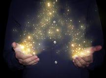 La magie miroite dans des mains images libres de droits