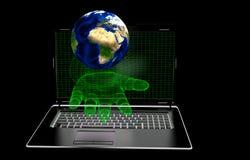 La main, écran d'ordinateur sur un fond noir, éléments a présenté la NASA Images stock