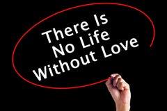 La main écrivant là n'est aucune vie sans amour Photographie stock