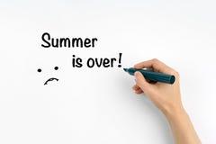 La main avec l'été d'écriture de marqueur est terminée ! Photographie stock