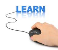 La main avec la souris d'ordinateur et le mot apprennent Images libres de droits