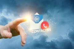 La main clique sur dessus le contactez-nous d'icône Photographie stock libre de droits