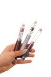 La main d'insuline de diabète avec des seringues parquent l'injecteur Images libres de droits