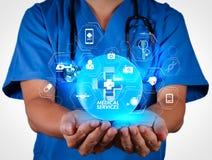 La main de docteur montre le signe de premiers secours Photographie stock libre de droits