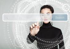 La main de femme de pointage et vident la barre d'adresse photos libres de droits