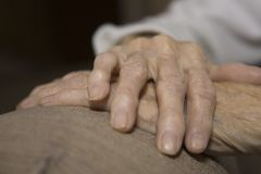 La main de l'aîné Image libre de droits