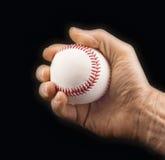 La main de l'homme avec une boule de base-ball Photos stock