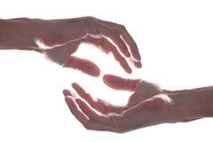 La main de l'homme ouvert de Caucasien sur le fond blanc avec l'espace de copie photographie stock