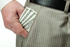 La main de l'homme prenant l'argent hors de la poche Photos stock
