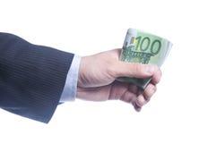 La main de l'homme retient un paquet d'euro Images stock