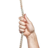 La main de l'homme se retenant en fonction sur la corde. Photo stock
