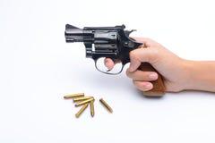 La main de la femme avec une arme à feu d'isolement sur le fond blanc Photographie stock libre de droits