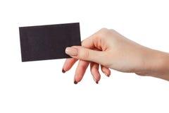 La main de la femme d'affaires tenant la carte de visite professionnelle vierge de visite Image stock
