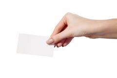 La main de la femme d'affaires tenant la carte de visite professionnelle vierge de visite Photos stock