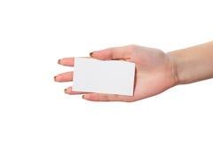 La main de la femme d'affaires tenant la carte de visite professionnelle vierge de visite Photo stock