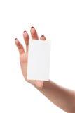 La main de la femme d'affaires tenant la carte de visite professionnelle vierge de visite Image libre de droits