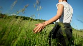 La main de la femme dans le domaine clips vidéos