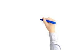 La main de la jeune écriture d'homme d'affaires avec le stylo bleu font Image libre de droits