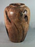 La main de vase en bois à mesquite a mis en marche le tour en bois pour l'art Photographie stock