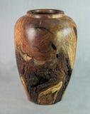 La main de vase en bois à mesquite a mis en marche le tour en bois pour l'art Photos libres de droits