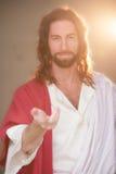 La main de W levée par Pâques et adoucissent le sourire Photos stock
