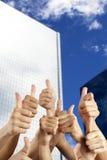 La main des gens avec des pouces vers le haut Photos stock