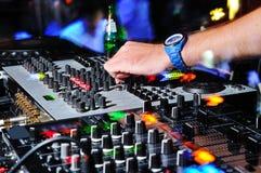La main du DJ Photo stock