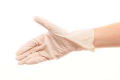 La main du docteur dans le blanc a stérilisé le gant chirurgical donnant pour la poignée de main Photo stock