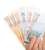 La main en gros plan tient d'euro billets de banque d'argent de devise. Économie de finances Photographie stock libre de droits