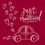 La main a esquissé le symbole de mariage de vecteur Juste lettrage et voiture mariés Photographie stock