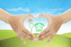 La main et les affaires à la maison effectuent la forme de coeur photos libres de droits