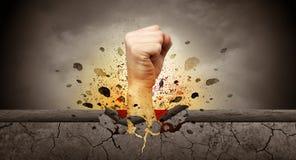 La main frappe intense et les coupures monopolisent la parole images libres de droits
