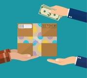 La main humaine tient l'argent et le salaire pour le paquet Photographie stock libre de droits