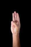 La main masculine juge trois doigts d'isolement sur le noir Images libres de droits